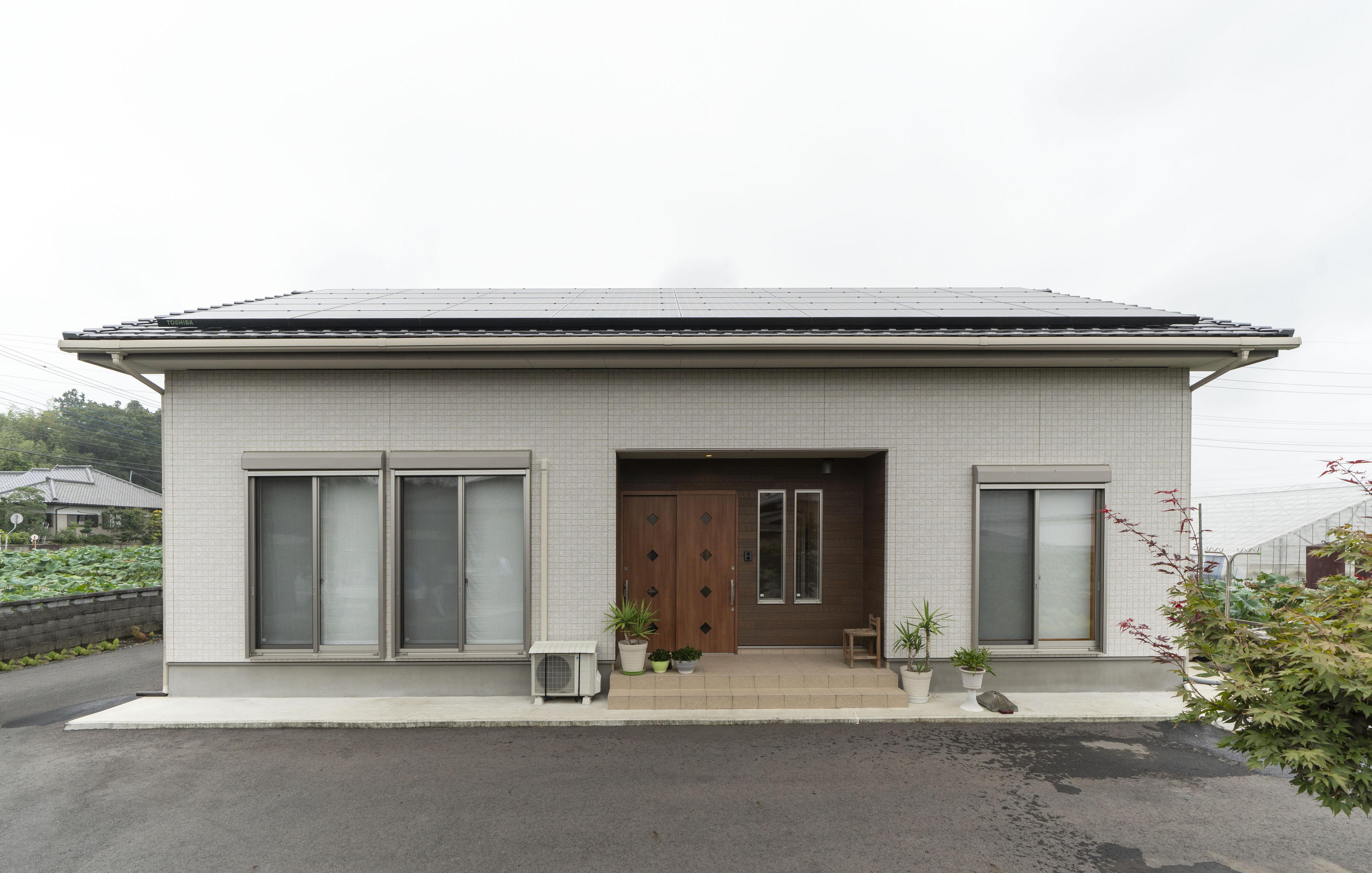 茨城の注文住宅で建てた平屋の外観:茨城の広い空なら太陽光発電もしやすい