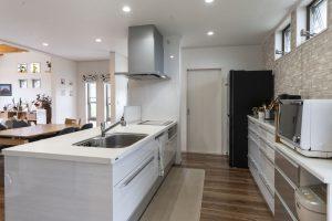 家事動線に配慮したキッチン