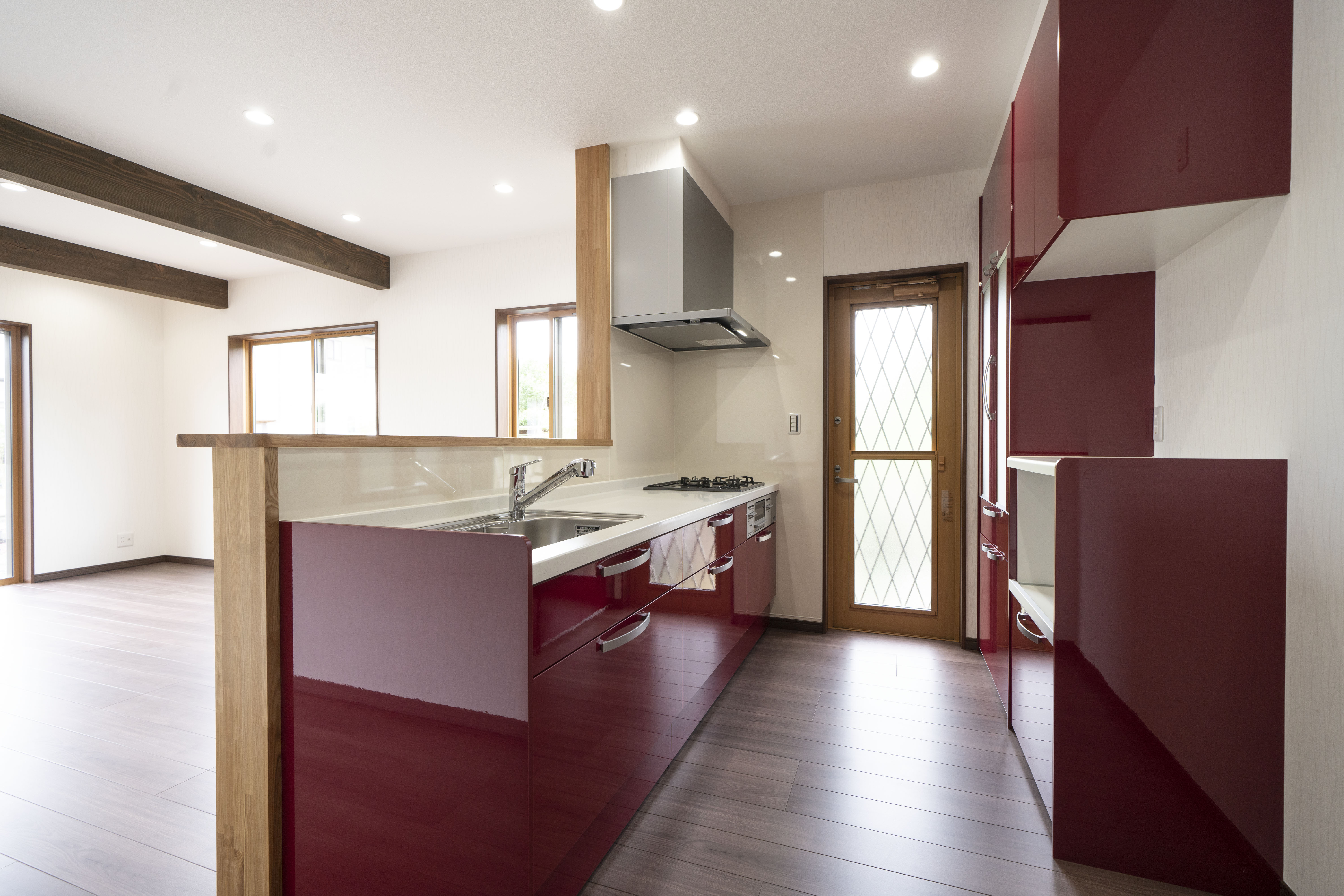 ハーフオープンの対面キッチン
