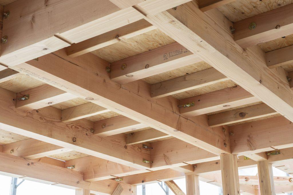 木の家の建築実例:重厚感のある梁が見事