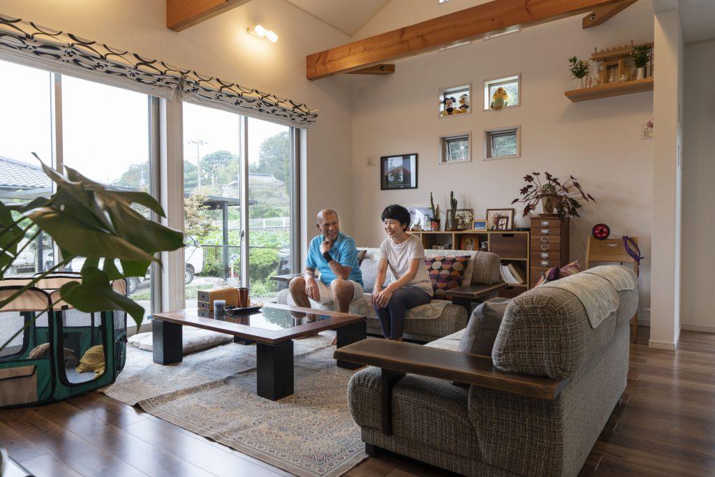 平屋の木の家の建築実例:リビングの内観