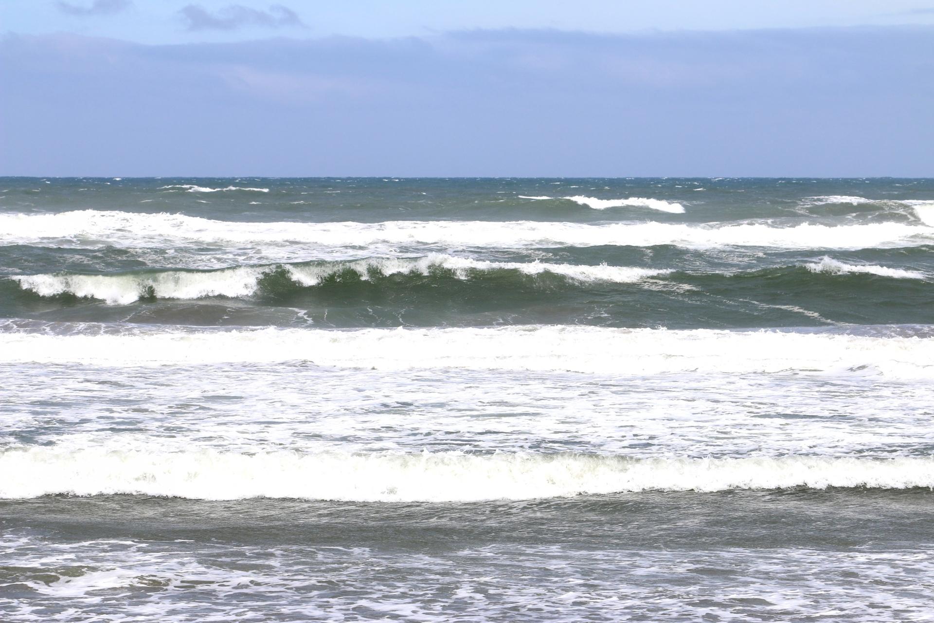 大竹海岸はサーフィンにちょうどいい大きめの波が来る