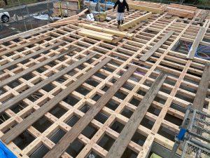 耐震構造の梁と床