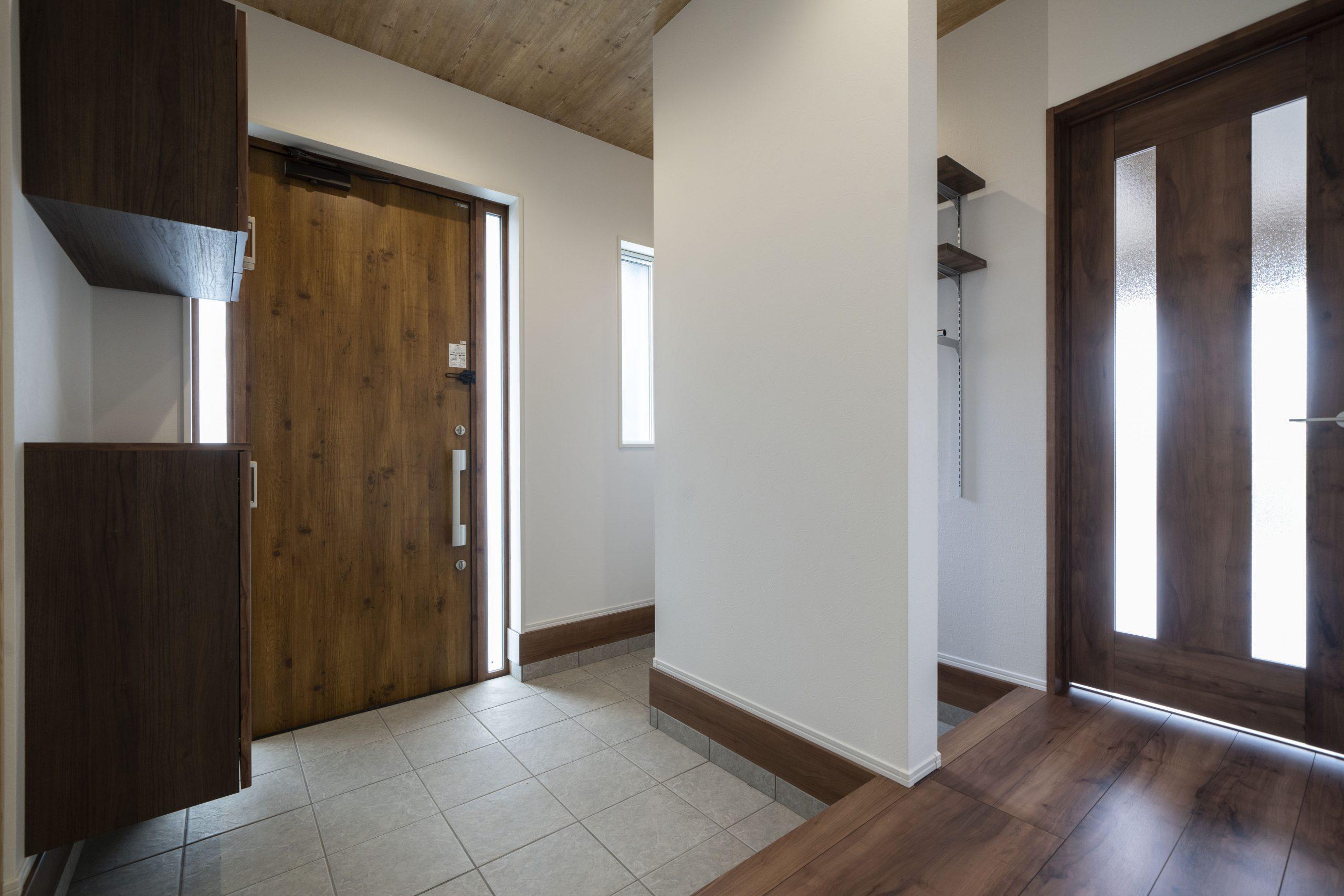 シューズクロークのある玄関