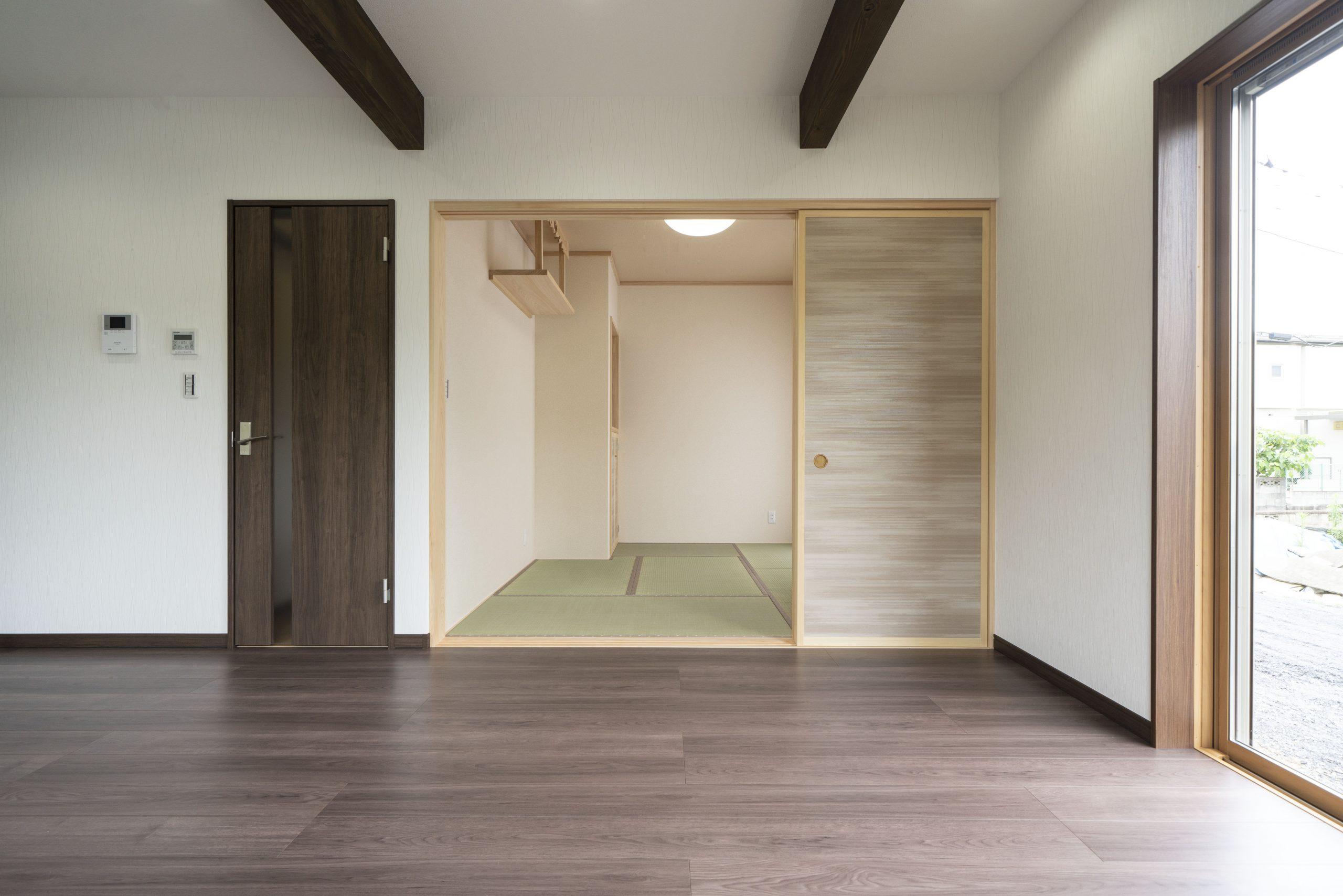リビング横の便利な和室