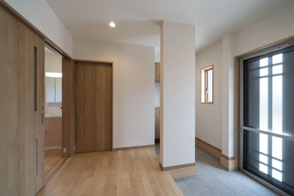 採光タイプの明るい玄関ドア