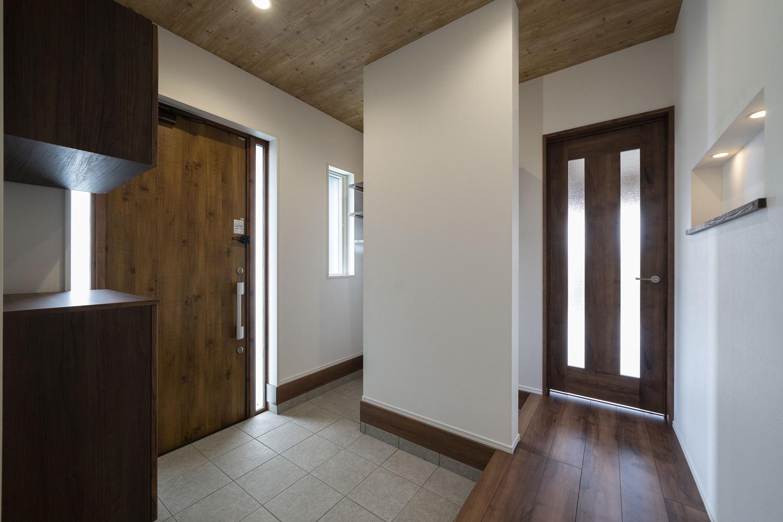 使い勝手の良い収納のある玄関